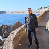 La costa, más brava que nunca ahora, en invierno.  Con días grises y apagados. Y días luminosos que parecen verano ☀️  Cada día vemos nuestro mar mediterráneo 🌊  www.mediterraneanwear.com  #CostaBrava #invierno #saliracorrer #sudaderas #jerseis #mediterraneanwear #saramarc #MyLloret